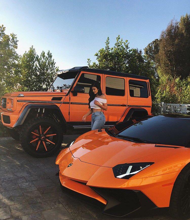 Kylie Jenner Y Su Lujosa Coleccion De Autos Descubrela Fotos