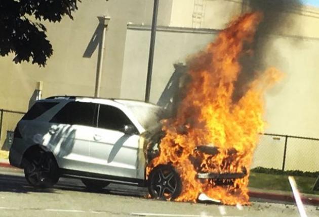 incendio BMW / Fuente: @_ender