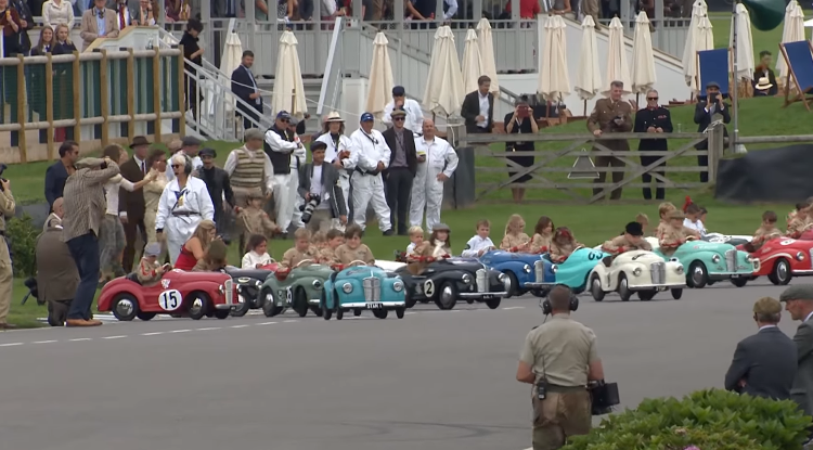 coches a pedales / Fuente: Youtube @GoodWood Road & Racing