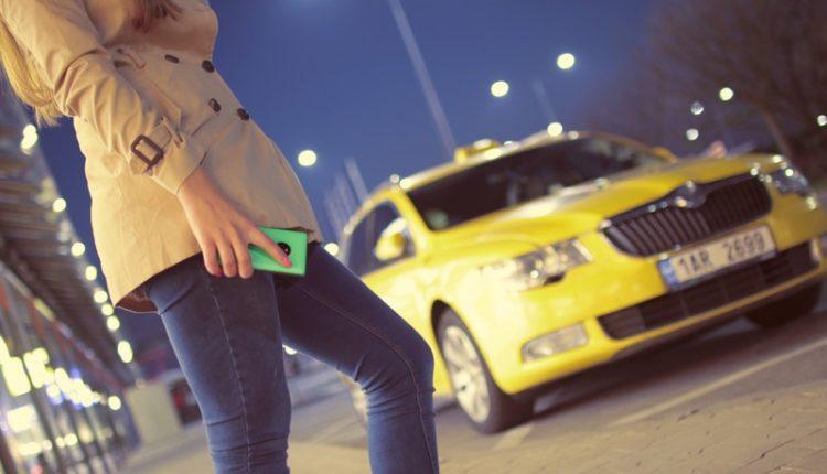 taxista arrastra a mujer/ Imagen ilustrativa/ Fuente: @Pexels