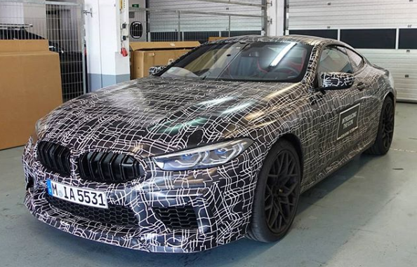 Así luce el nuevo BMW M8 e impresiona en la pista de carreras