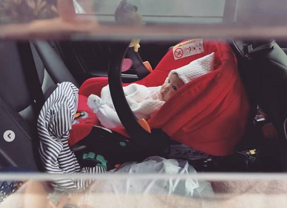 Por esta razón no debes dejar encerrado a tu bebé en el auto