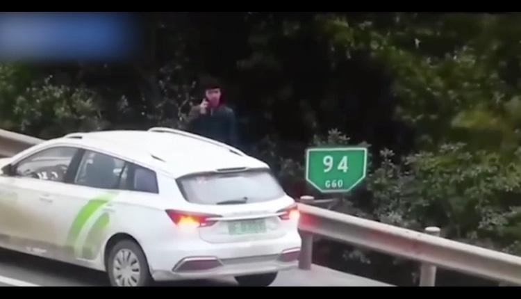 hombre carretera auto