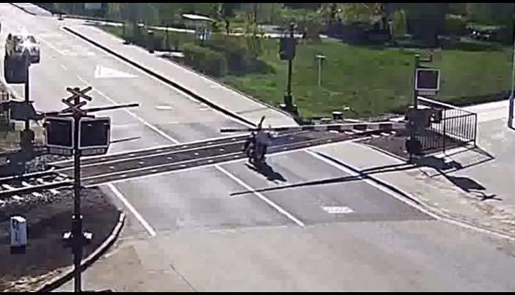 motociclista tren