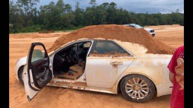 arroja tierra auto escavadora