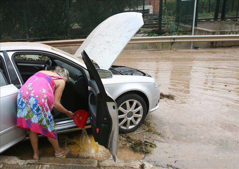 Varias carreteras de Girona permanecen cortadas por las fuertes lluvias 1, calles inundadas, conducir tu automóvil por calles inundadas